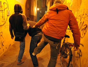 Messina, 'Branco' picchia 2 commercianti, video incastra aggressori