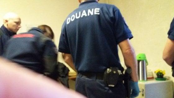 Migranti: agenti francesi irrompono in presidio Bardonecchia. E' polemica