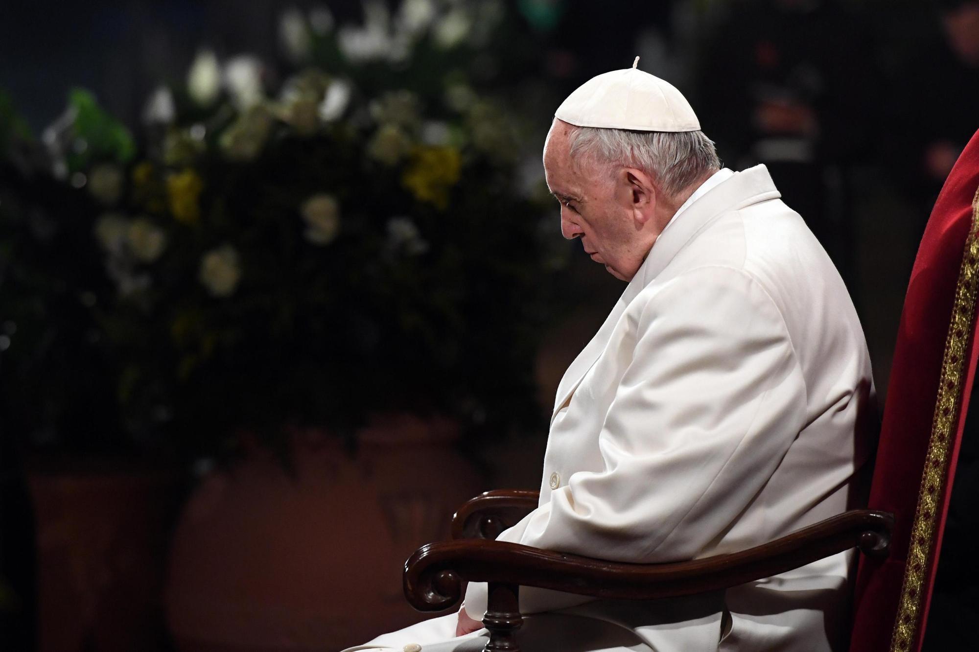 Roma, 20mila fedeli per la Via Crucis presieduta da Papa Francesco