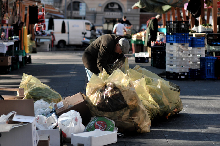 Povertà: quasi 900mila con sostegni al reddito,7 su 10 al Sud