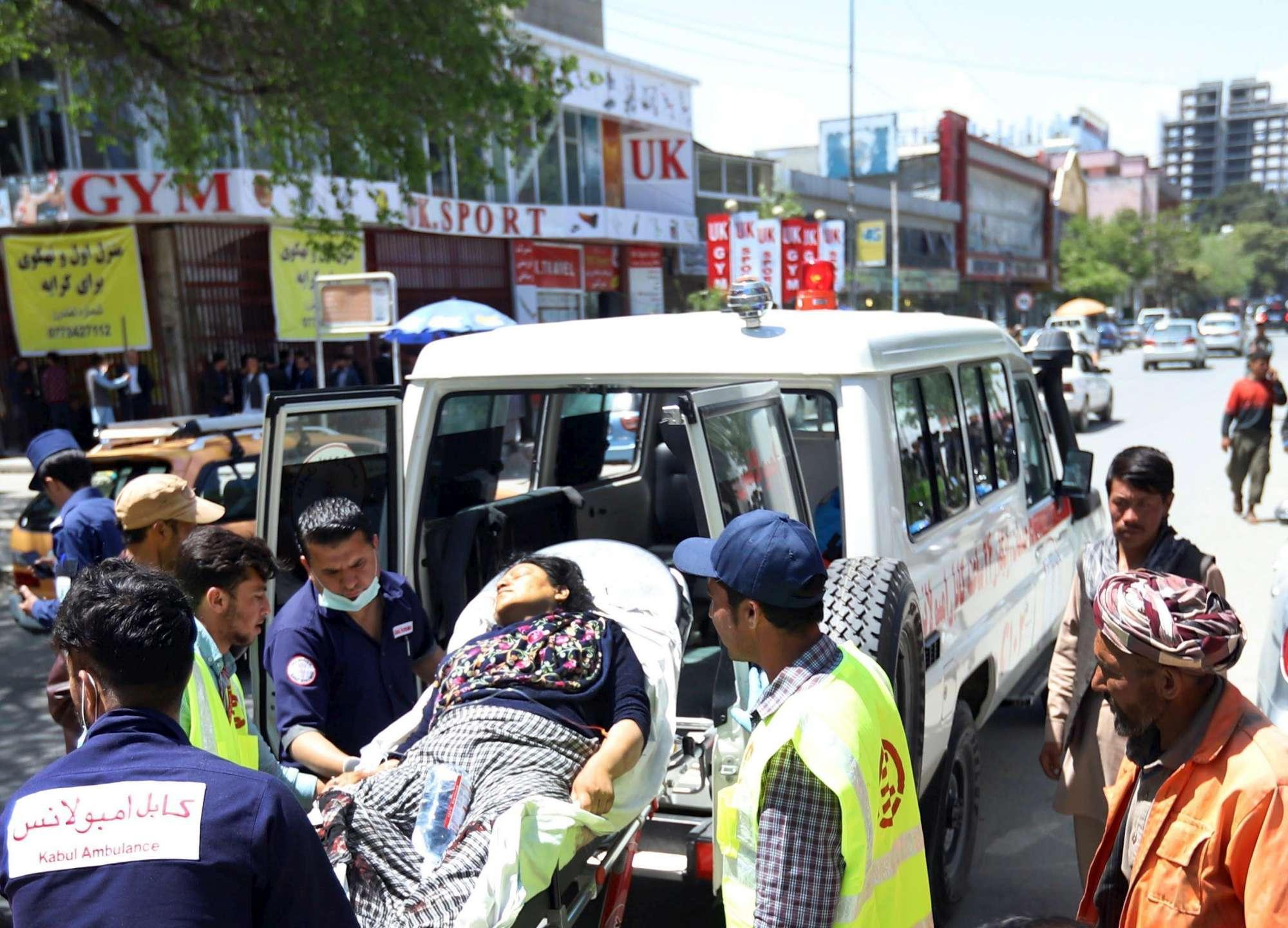 Afghanistan, attacco suicida a Kabul: decine di morti e feriti. Isis rivendica