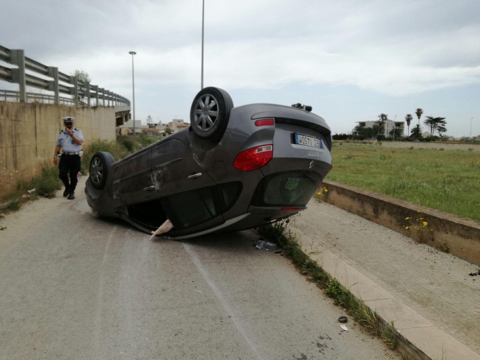 Mazara, auto si ribalta, miracolosamente illeso il conducente