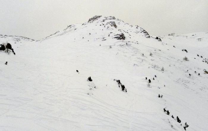 Valanga a Pila (Aosta), travolti almeno 5 sciatori: 2 i morti, altri 2 tratti in salvo