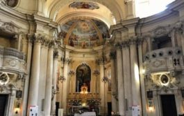Siena, vuole rubare l'oro in chiesa ma cade e si rompe un piede: arrestato
