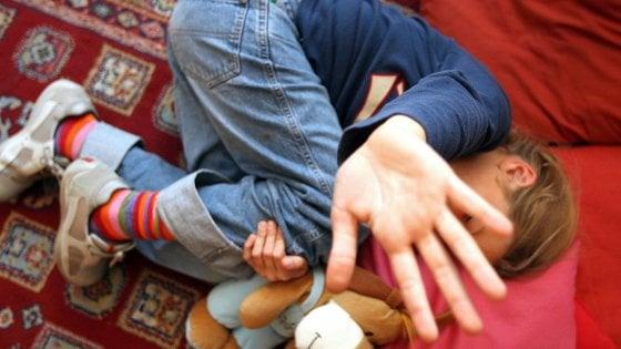 Palermo, abusò della figliastra: 8 anni a un agente di polizia penitenziaria
