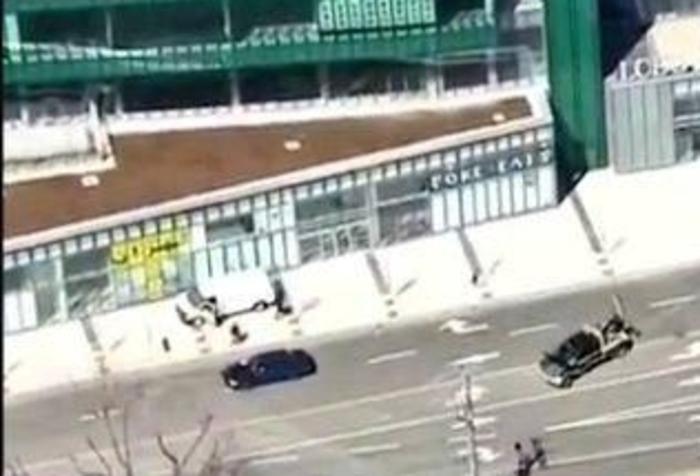 Furgone piomba su passanti a Toronto, almeno 8 feriti. 'Ci sarebbero morti'