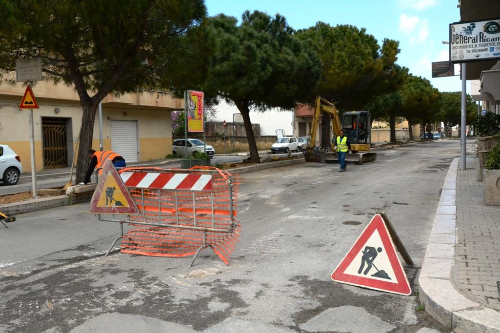 Mazara, al via i lavori di rifacimento del manto stradale nella via Mons. Costantino Trapani