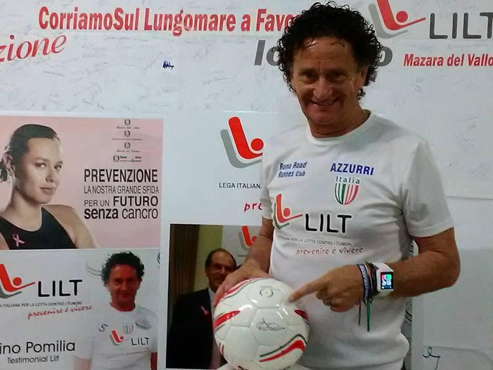 Mazara, dalla Sportika il pallone della prevenzione autografato dall'atleta Pino Pomilia