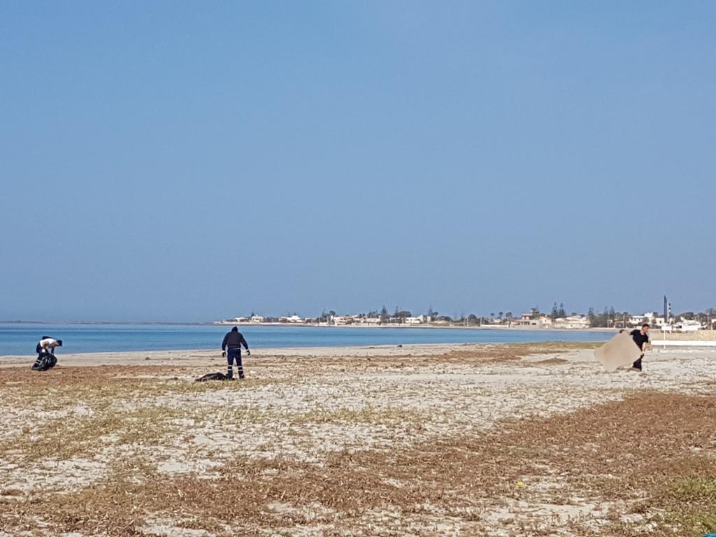 Mazara, pulizia straordinaria delle coste. Iniziati i lavori per l'eliminazione di rifiuti
