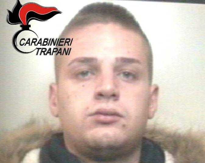 Alcamo, Litiga con i genitori e aggredisce i carabinieri. Arrestato