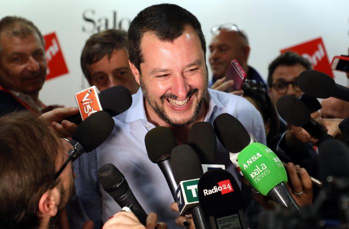 Salvini: 'Di Maio torni al tavolo con il centrodestra. Esecutivo con M5s o voto entro l'estate'