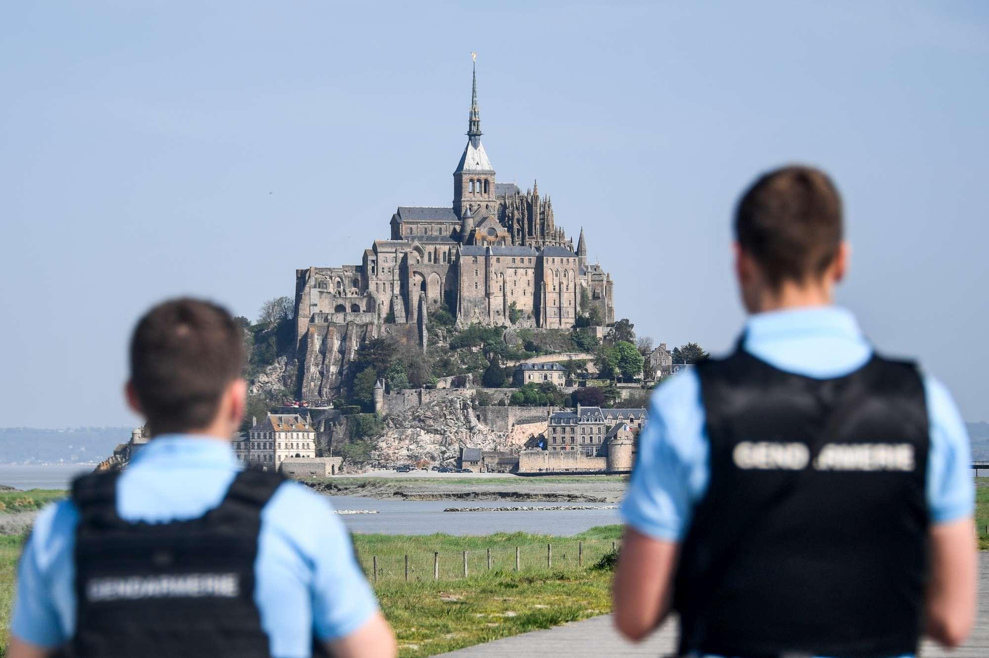 Francia, evacuato Mont-Saint-Michel: si cerca sospetto