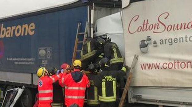 Scontro a Cremona, muore camionista  palermitano: lascia moglie e tre figli