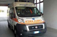 Massa Carrara, furgone travolge anziani alla fermata del bus: due morti