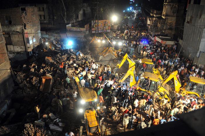 Crolla hotel in India, almeno dieci morti