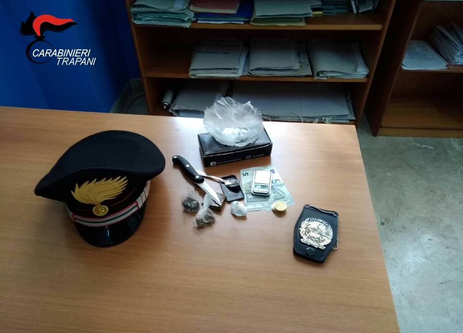 Trapani: Spacciava droga nonostante fosse agli arresti domiciliari. Arrestato dai carabinieri