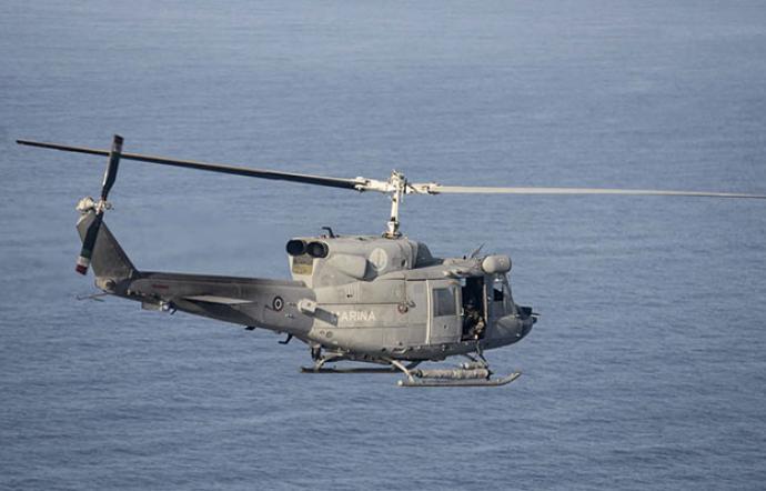 Elicottero della Marina cade in mare, muore militare. Altri quattro membri dell'equipaggio feriti