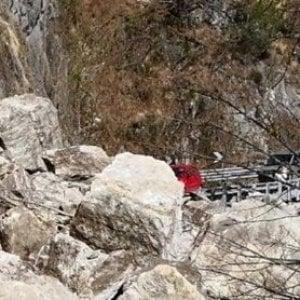 Auto investita da una frana in val d'Ossola: morti intrappolati due turisti svizzeri
