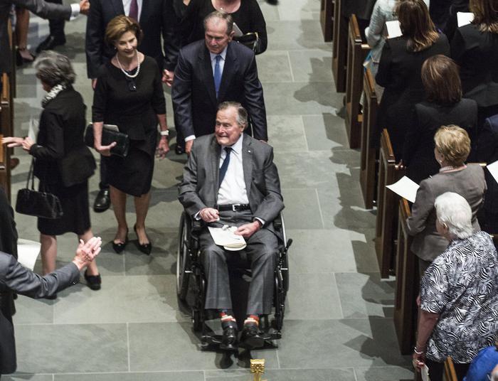 George Bush senior in terapia intensiva