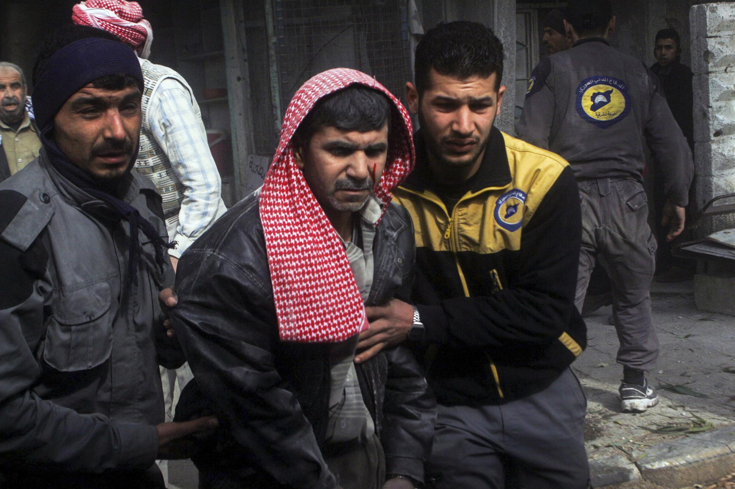 Siria, attacco chimico contro i ribelli Decine di morti, strage di donne e bimbi