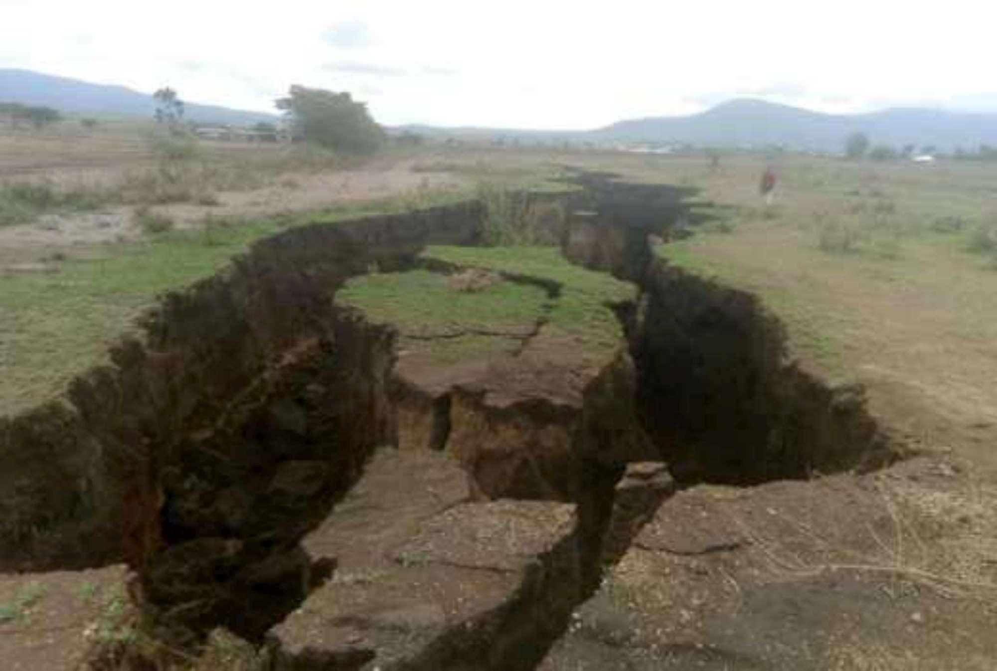 Aeroporto Kenya : Kenya la terra si apre: per i geologi la spaccatura dividerà