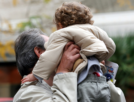 Maltrattamenti su bimbi: maestra di una materna ai domiciliari