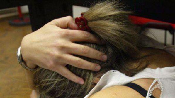 16enne marocchina picchiata e rinchiusa in auto dai familiari