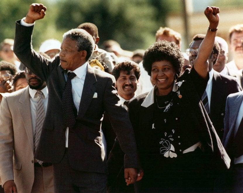È morta Winnie Mandela, ex moglie del premio Nobel e icona della lotta contro l'apartheid