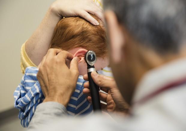 Infezione all'orecchio per 9 bimbi su 10, ma può essere letale