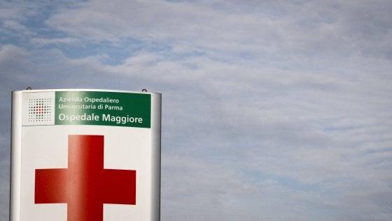 Parma, bimbo cade dalla finestra: salvato dal tendone del bar