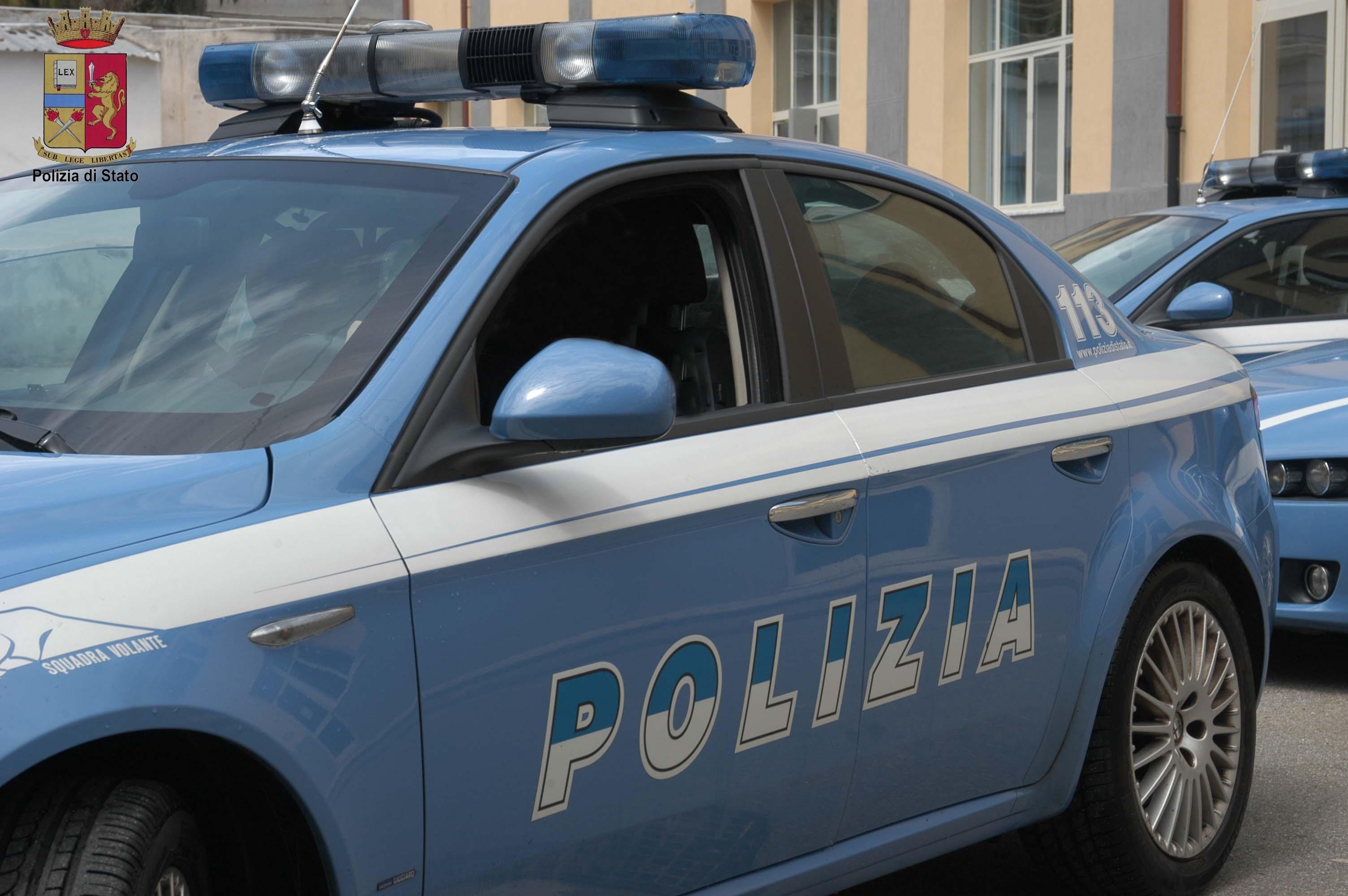 Trapani, Litiga con la moglie e la accoltella: arrestato. La donna ha chiuso il coniuge in camera da letto e ha chiamato il 113