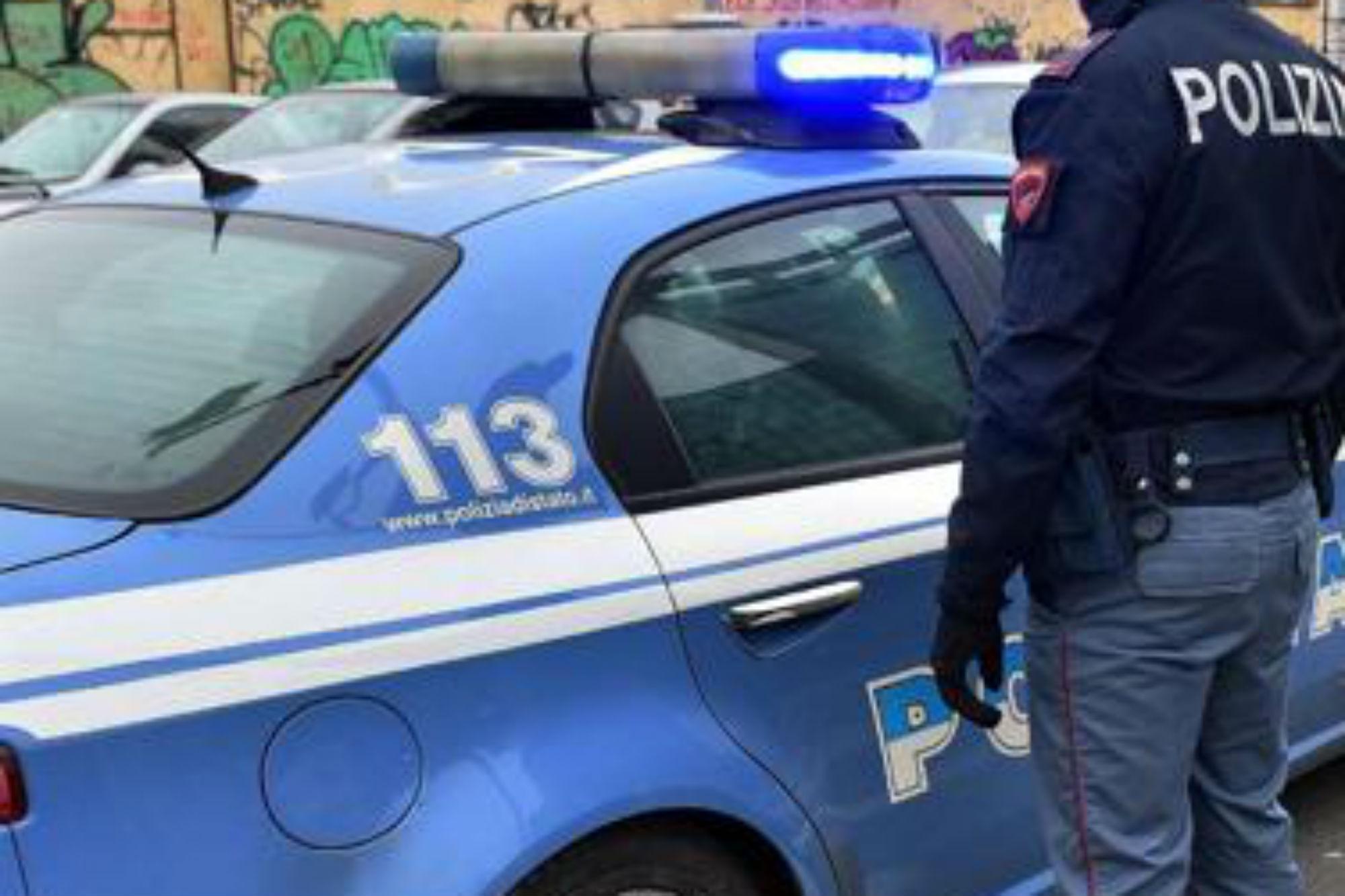 Alcamo, Rumeno tenta di incendiare la saracinesca di un esercizio commerciale. Arrestato dalla polizia