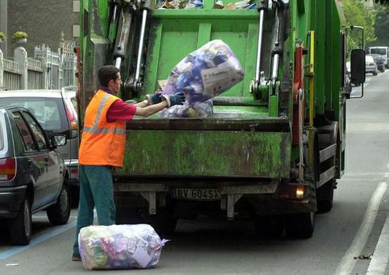 Trapani Servizi. A rischio la salute dei lavoratori sprovvisti di dispositivi di protezione per la raccolta dei rifiuti