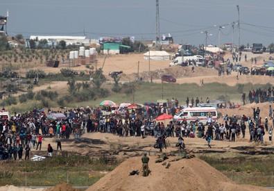 Gaza, nuovi scontri al confine con Israele: uccisi 5 palestinesi, oltre 1.000 i feriti