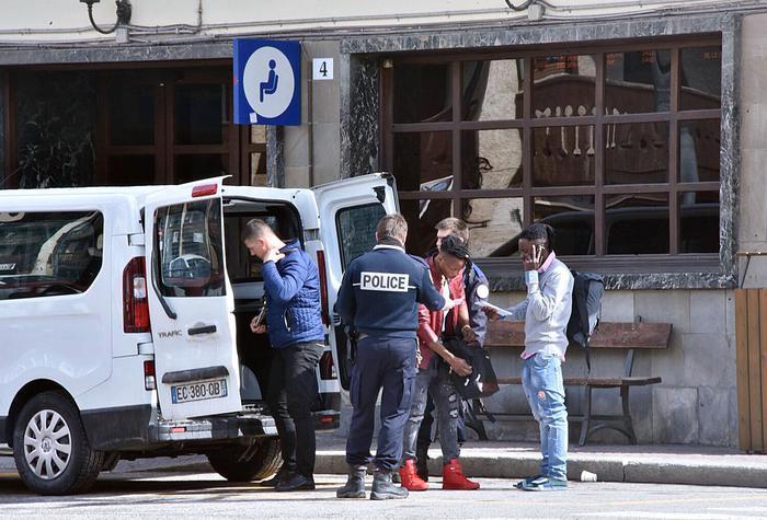 Bardonecchia, blitz agenti francesi in centro migranti. Scontro Roma-Parigi