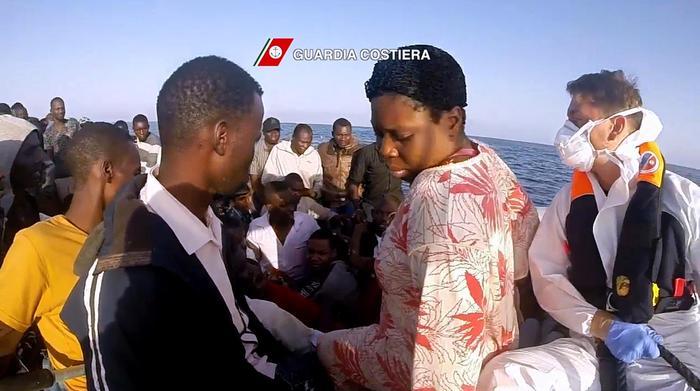 Migranti: fermati tre presunti scafisti nel siracusano