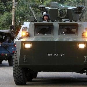 Attacco con autobombe e scontri a fuoco in Somalia: decine di morti