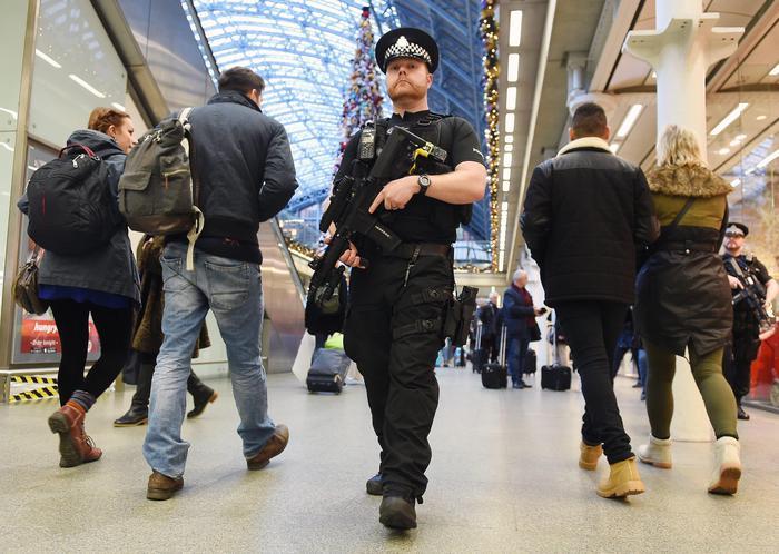 Due sparatorie a Londra, morta 17enne, grave 16enne