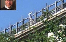 TRAGEDIA CON TRE MORTI. Lancia la figlia da un ponte e si getta nel vuoto. La convivente era caduta in mattinata dal 4° piano di casa sua