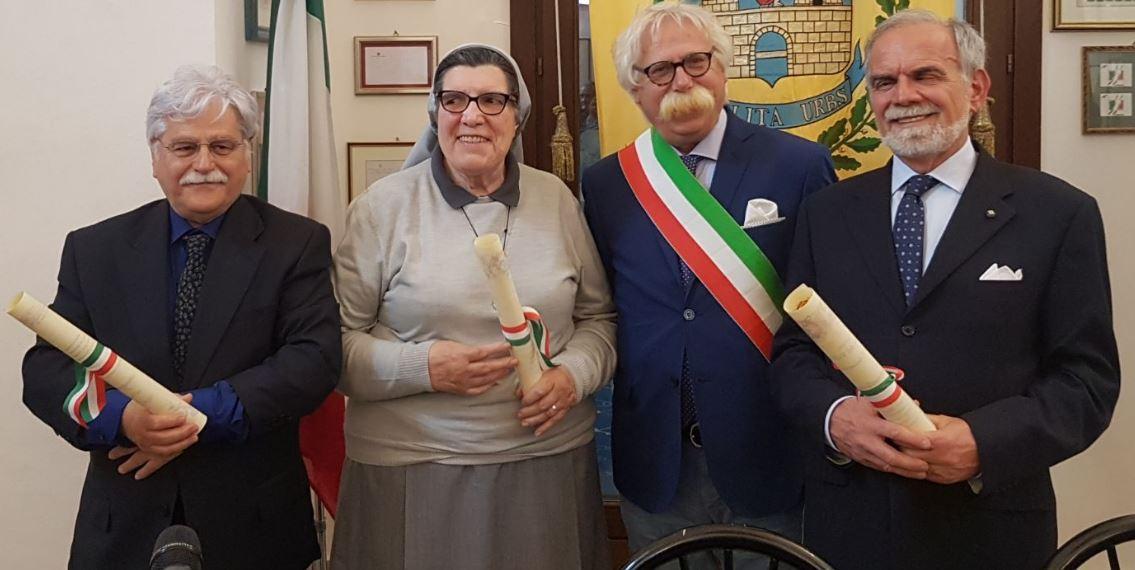 Mazara, Conferita la cittadinanza onoraria a Suor Paola e al prof. Farnetani. Al dott. Catalano l'onorificenza di cittadino d'eccellenza