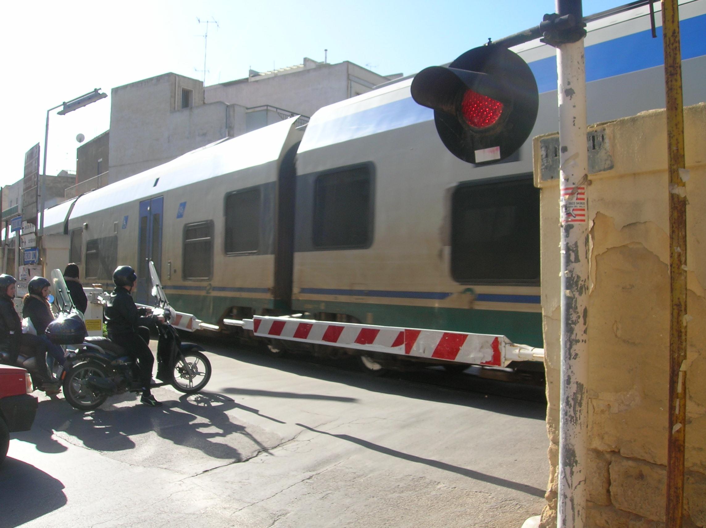 M5S. Disservizi, ritardi e problemi di sicurezza sulla tratta ferroviaria Mazara-Trapani, atto ispettivo alla Camera