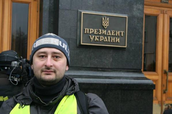 Kiev, ucciso in casa cronista russo anti-Cremlino: poche ore prima festeggiava la