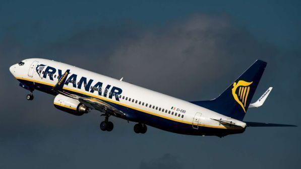 Ryanair, volo cancellato: i passeggeri costretti a 24 ore di autobus