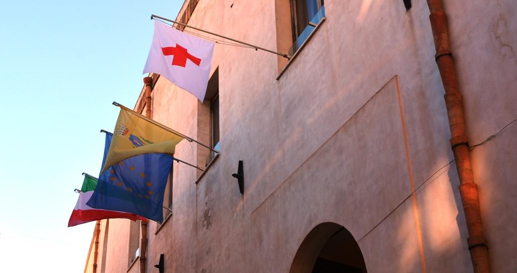 Mazara, al palazzo comunale sarà esposta fino al 13 maggio la bandiera della Croce Rossa Italiana