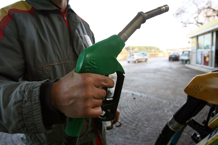 Benzina: vola con aumento petrolio, sopra 1,6 euro
