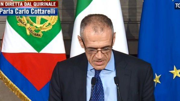 Governo, Cottarelli ha rimesso il mandato nelle mani del capo dello Stato Sergio Mattarella