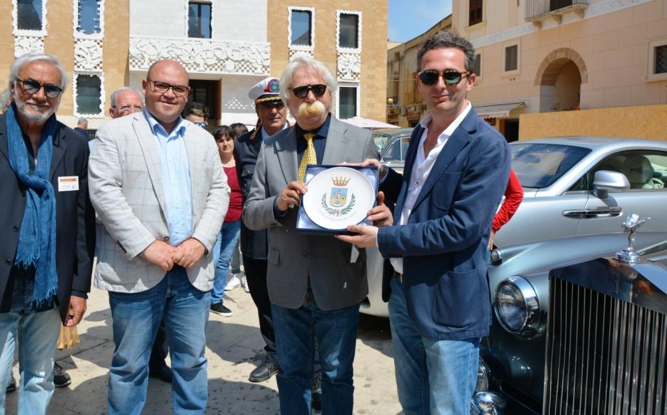 Mazara, raduno di Rolls - Royce e Bentley in piazza della Repubblica. 19 equipaggi stranieri e 4 italiani