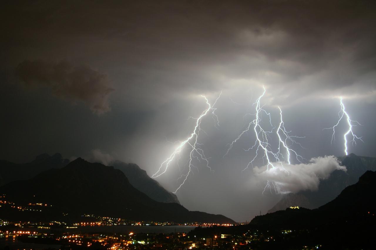 Allerta meteo dalla mezzanotte e per tutto lunedì 21 maggio, rischio idrogeologico per pioggia improvvisa
