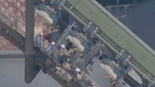 Giappone, paura sulle montagne russe: 64 persone bloccate a testa in giù