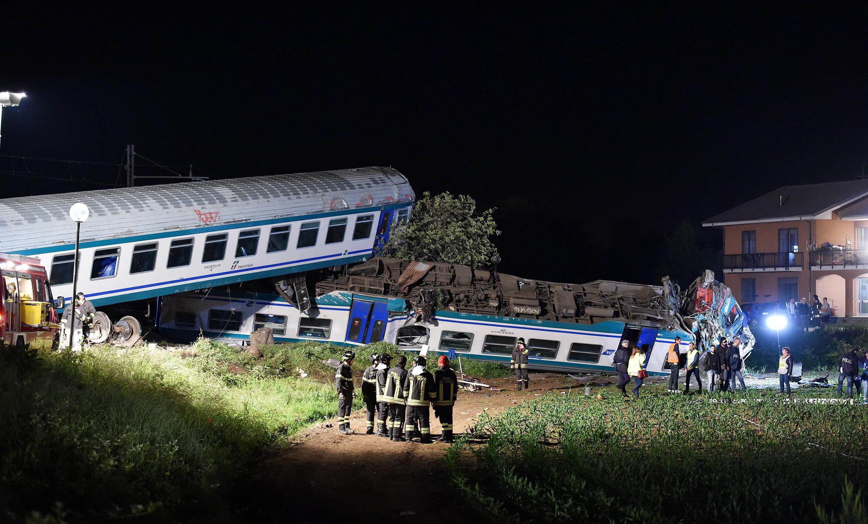Treno travolge un camion fermo sui binari a Torino, due morti e 18 feriti